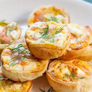 plateaux apéritif de mini quiche au saumon